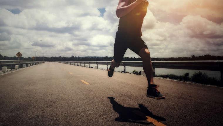 A prática da corrida aumenta a capacidade respiratória e a força muscular