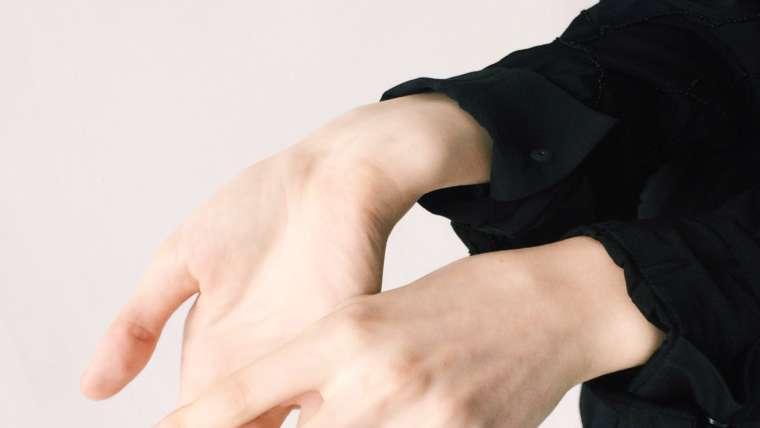 Sente dormência e formigamento nas mão? Descubra as principais causas