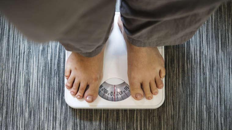 Qual a relação entre obesidade e problemas na coluna?