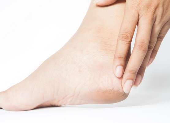 Tendinite de Aquiles provoca rigidez no calcanhar